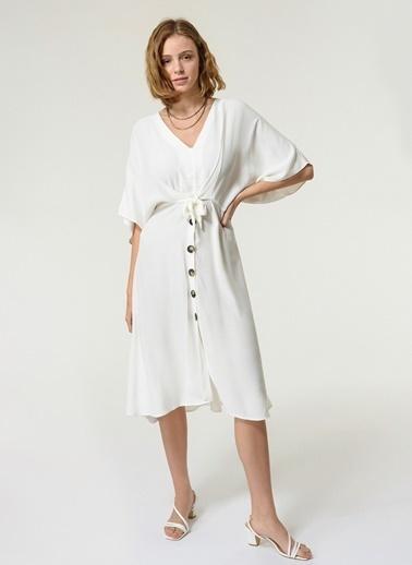 NGSTYLE NGSTYLE Kadın V Yaka Bağlama Detaylı Düğmeli Elbise Beyaz